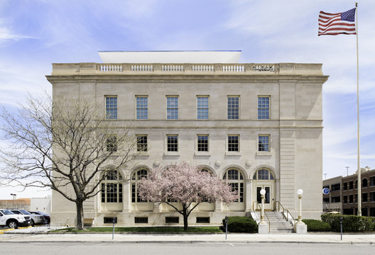 Wayne N. Aspinall Federal Building and U.S. Courthouse; Grand Junction, Colorado / Westlake Reed Leskoskywith The Beck Group © Kevin Reeves