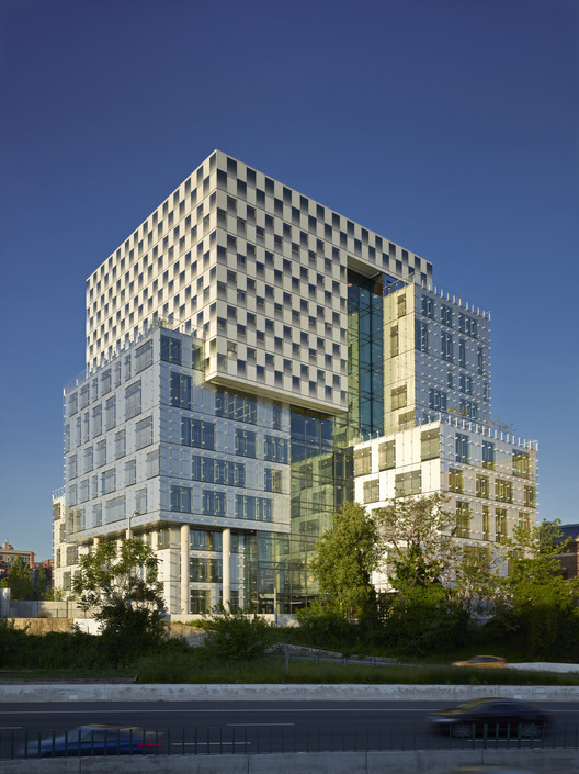 John & Frances Angelos Law Center; Baltimore / Behnisch Architekten and Ayers Saint Gross © Brad Feinknopf