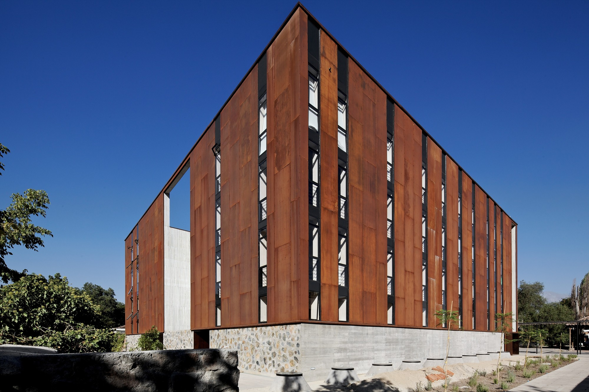 School of Design and Institute of Urban Studies / Sebastián Irarrázaval, © Nico Saieh