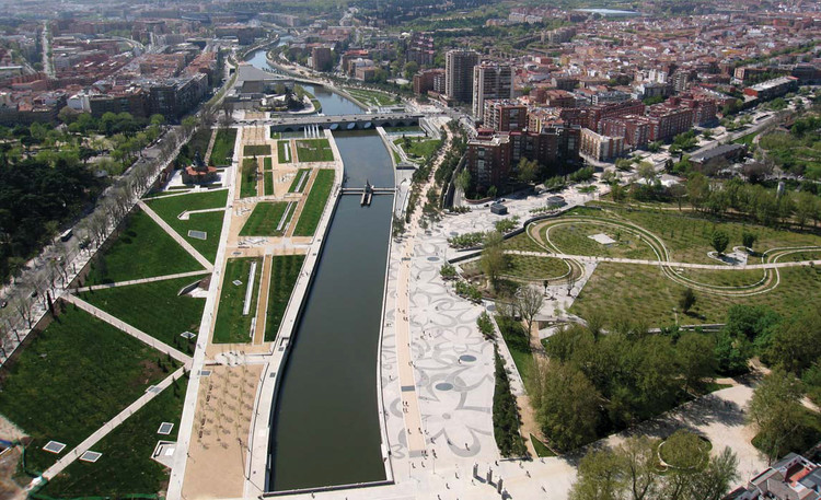 6 Cities That Have Transformed Their Highways Into Urban Parks, Courtesy of Unknown