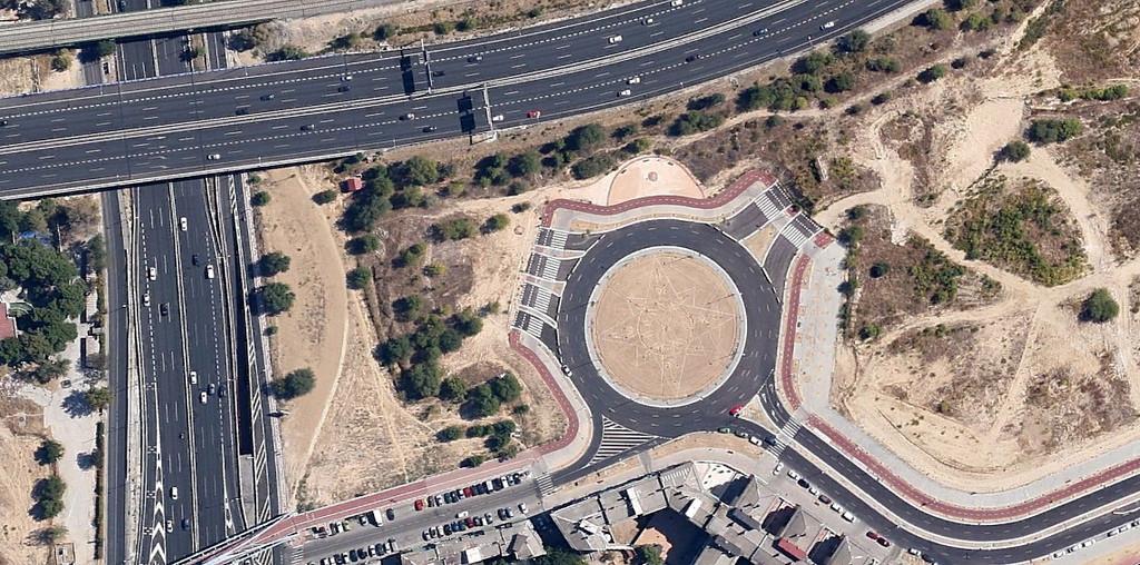 'Nación Rotonda': 15 años de urbanicidios españoles, Autopista A-2 con Autopista de Circunvalación M-40, Madrid (2011). Image Cortesia de Nación Rotonda