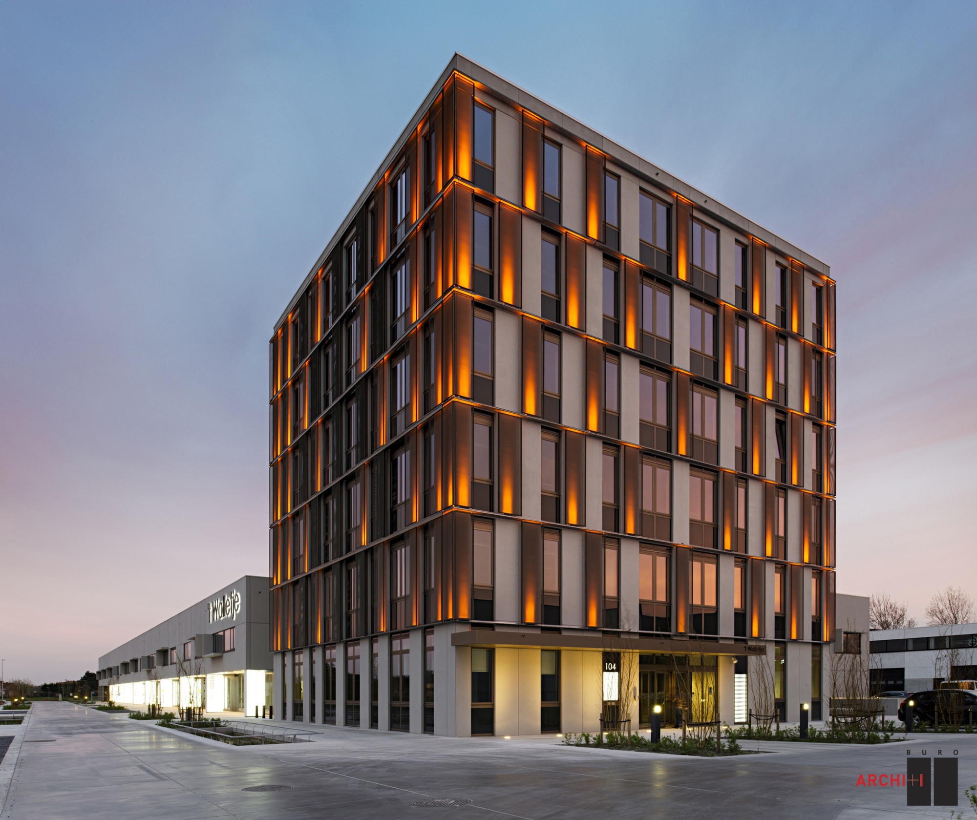 Light Tower Apartment: Business Complex Building 'T Walletje Knokke-Heist / BURO