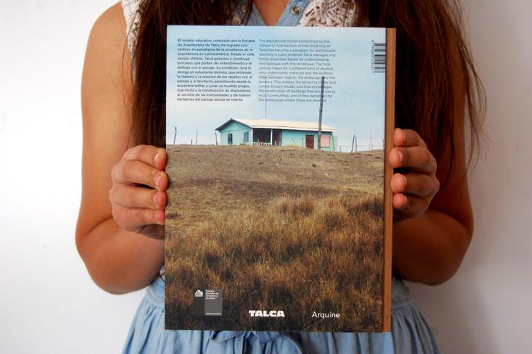 """Contraportada libro """"Talca, Cuestión de Educación"""", 2013. Image © Hector Labarca Rocco"""