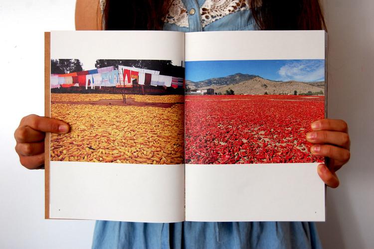 """Interior libro """"Talca, Cuestión de Educación"""", 2013. Image © José Luis Uribe"""