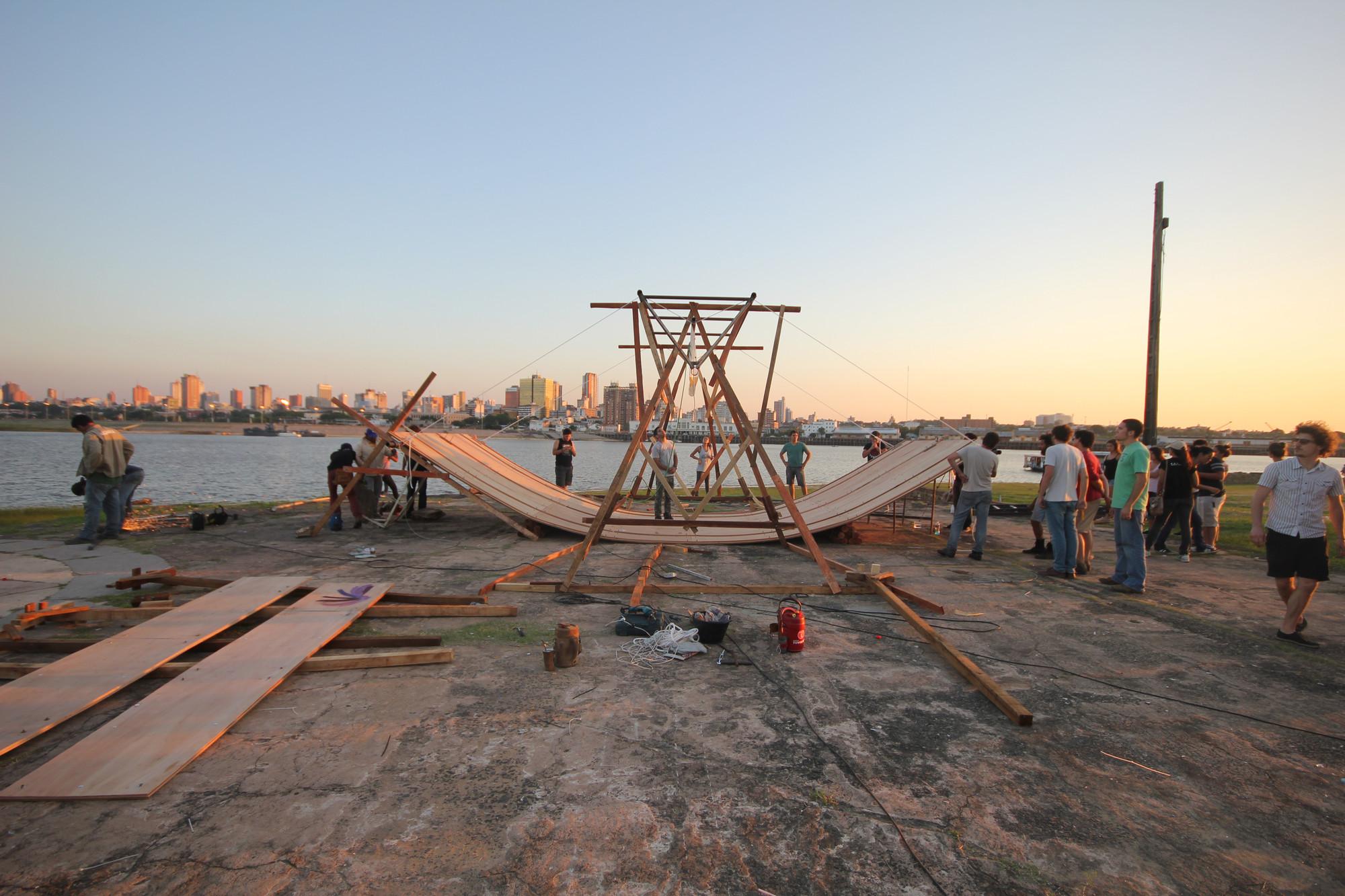 """Pabellón de Paraguay en la 14ª Bienal de Arquitectura de Venecia / Aqua Alta, """"Workshop Aqua Alta. Proceso"""". Asunción, Paraguay 2014. Fotografo: Jesús Pereira . Image © Colectivo Aqua Alta"""