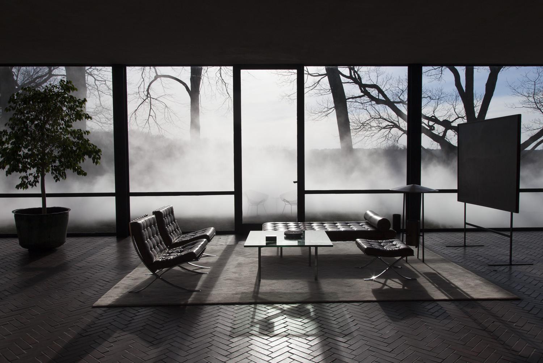 Gallery of artist fujiko nakaya shrouds philip johnson 39 s glass house in fog 4 - Philip johnson glass house ...