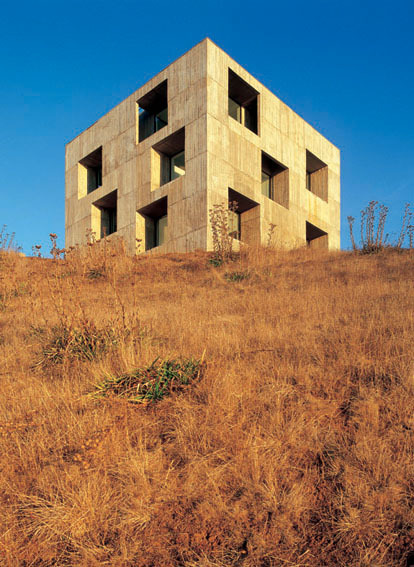 Poli House; Tome, Bio-Bio Region, Chile / Pezo von Ellrichshausen © Cristobal Palma