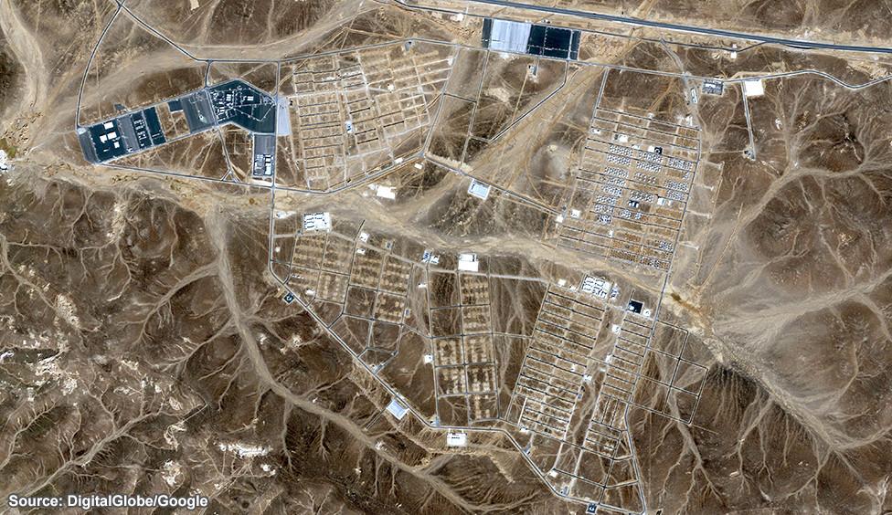 ¿Cómo se levanta un campamento para 130.000 personas? , Diciembre 2013. Image © DigitalGlobe/Google