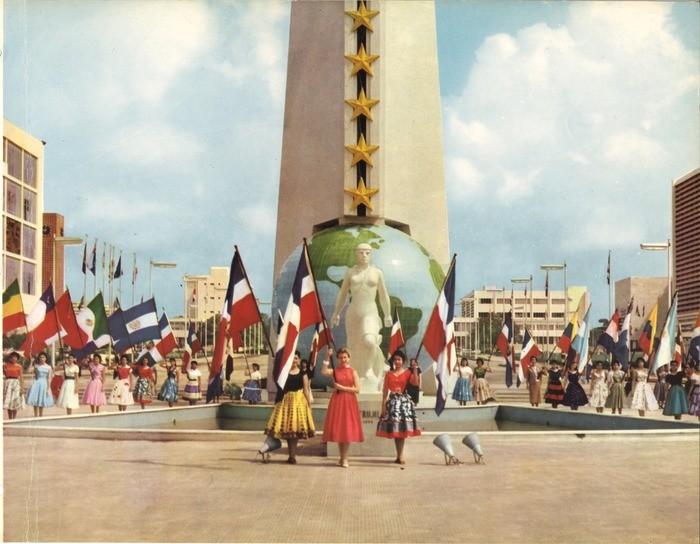 """Pabellón de República Dominicana en la 14ª Bienal de Arquitectura de Venecia / LAD, """"La Bolita"""" durante La Feria, 1955. Image © Laboratorio de Arquitectura Dominicana"""