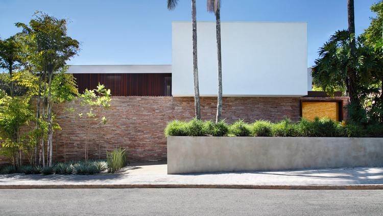 Casa AH / Studio Guilherme Torres, © MCA Estudio