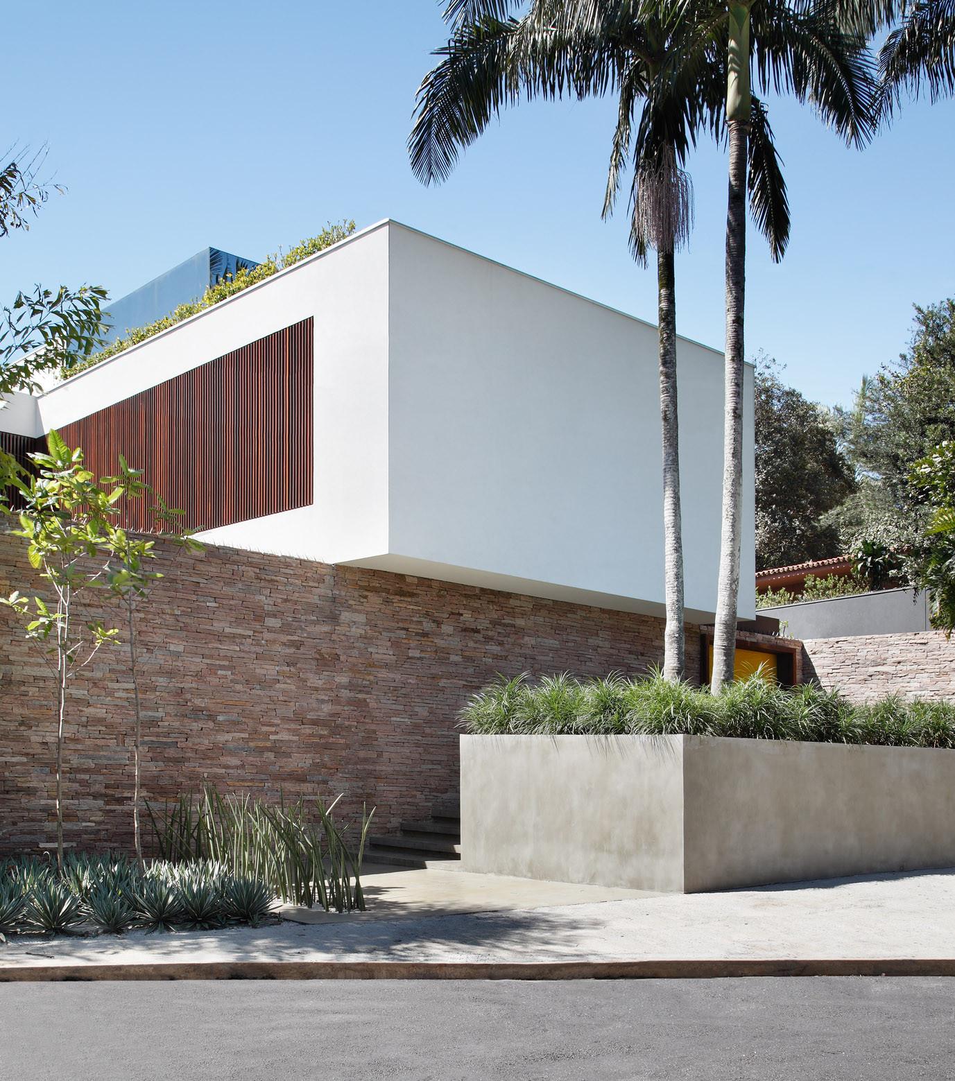 Galeria de Casa AH / Studio Guilherme Torres