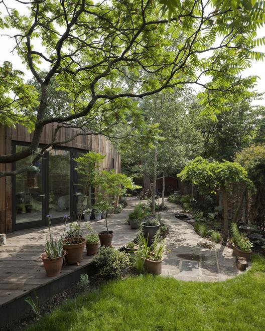 Casa del Árbol / 6a Architects. Imágen © Johan Dehlin