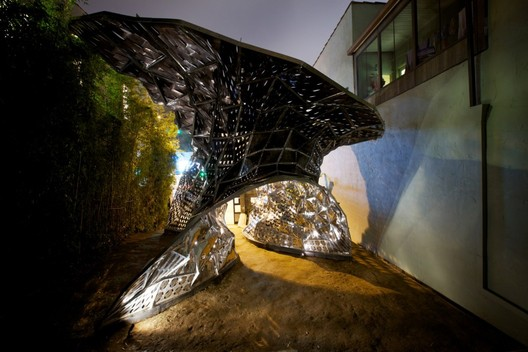 Much of dO|Su Studio Architecture's work is with Thermal-Bimetals, a laminated sheet metal material that can expand and contract at different temperatures. Image © Brandon Shigeta