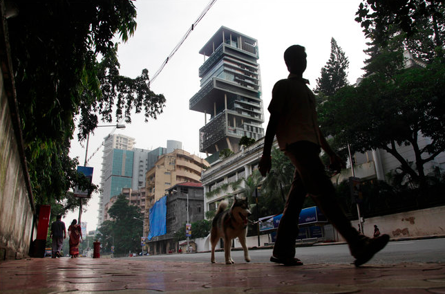 Torre Antilia en Mumbai. Image © The New York Times