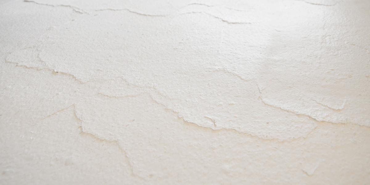 Floor detail: roughly finished white plaster. Image © Maria Novozhilova