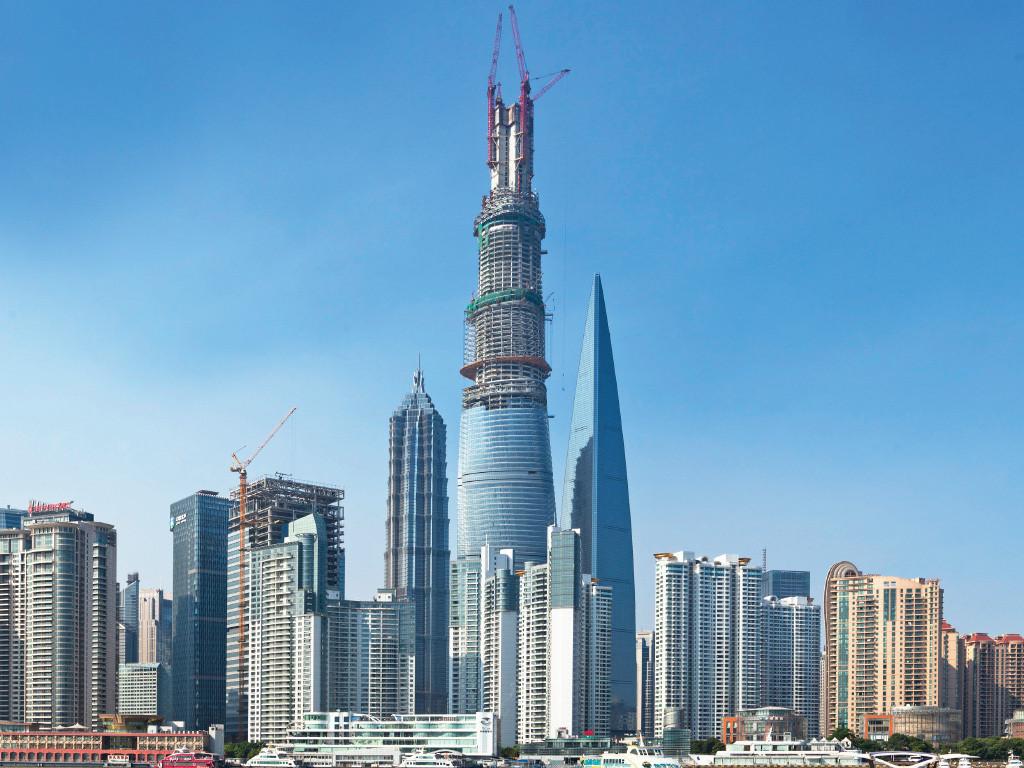 Construcción del rascacielos Shanghai Tower. Image Courtesy of Gensler