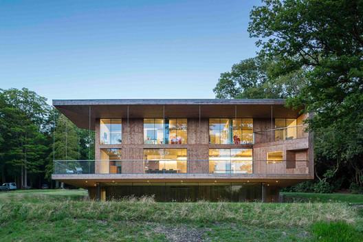 Red Bridge House / Smerin Architects. Image © Tim Crocker