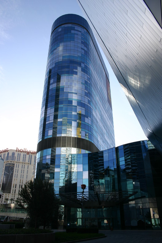 Foster + Partners' Unfinished Vegas Tower Approved for Demolition , Harmon Hotel via Wikimedia Commons