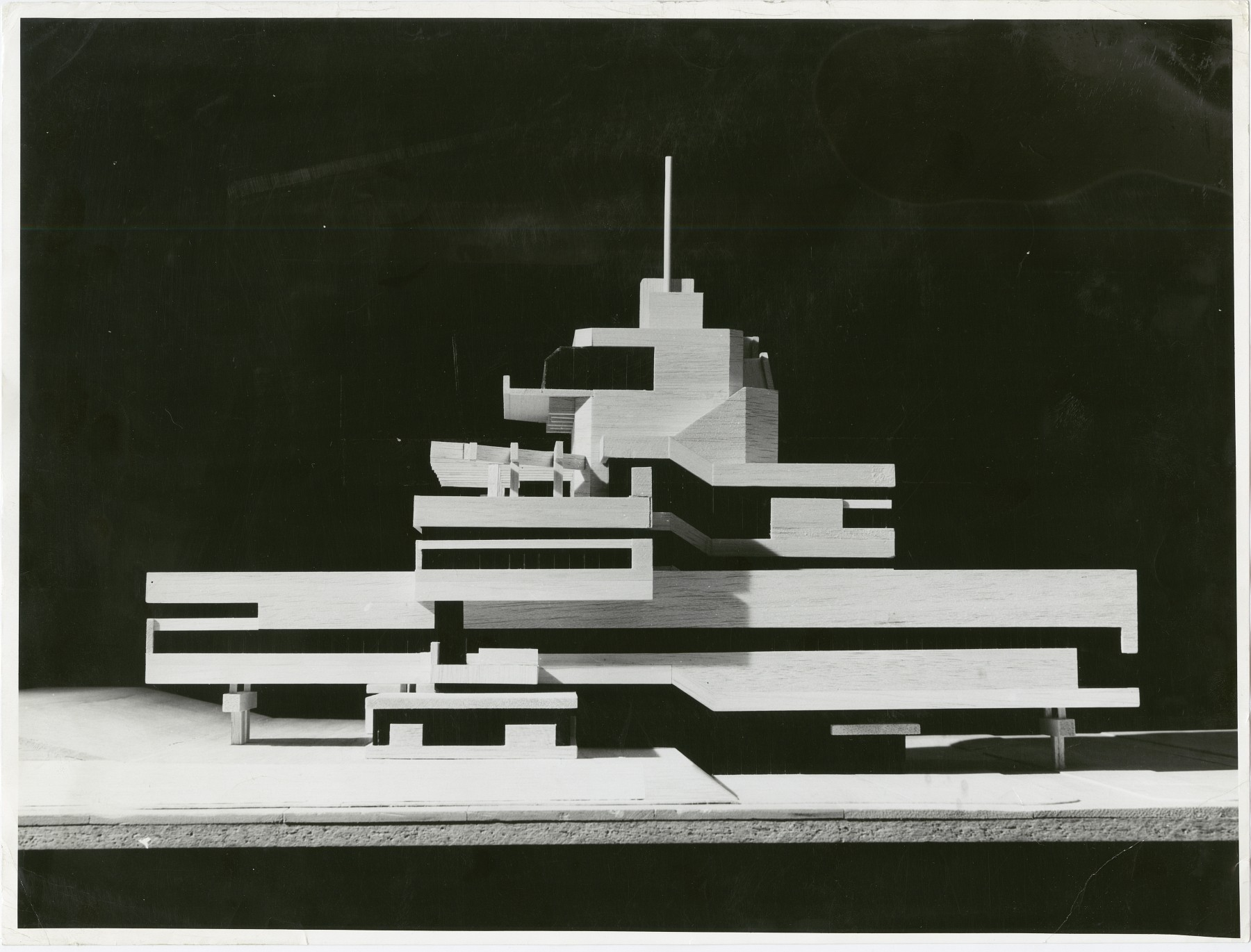Fotografía del modelo para el Town Hall of Terneuzen, Holanda, 1962, collection Het Nieuwe Instituut, BROX f1324, Van den Broek en Bakema Architects