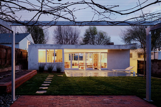 Ehrlich Architects' restored Rudolf Schindler house in Inglewood, Calif. Image © Grant Mudford