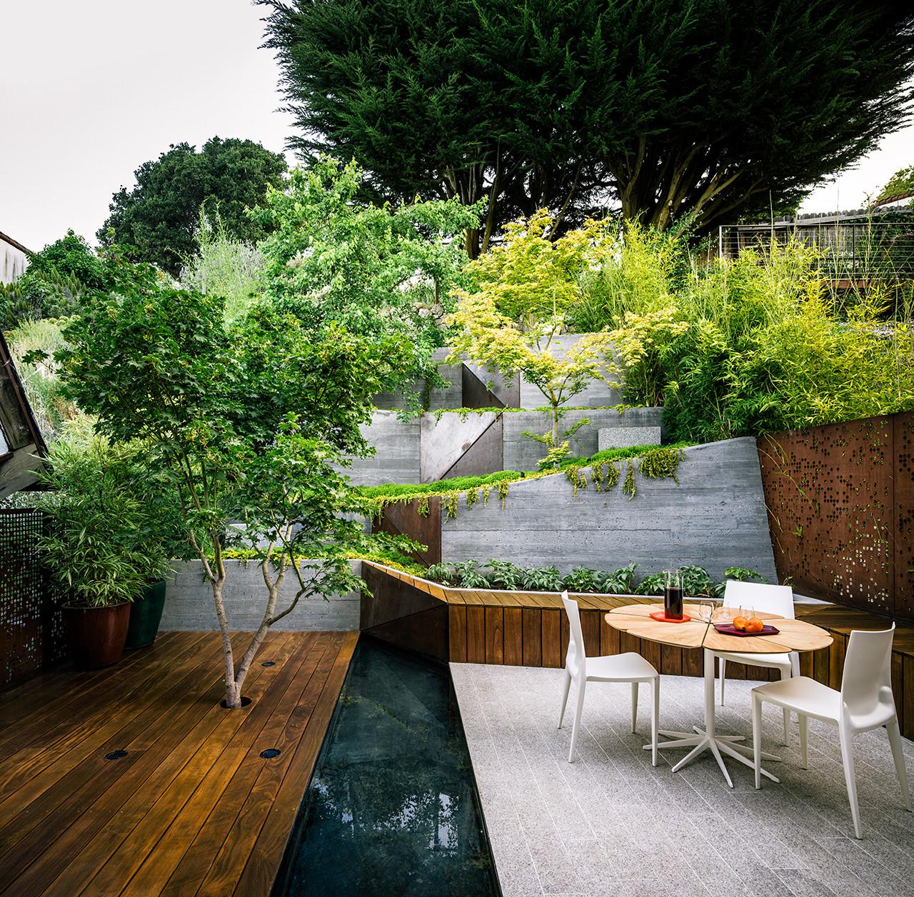 Arquitectura y Paisaje: Hilgard Garden, una sala de estar al aire libre por Mary Barensfeld Architecture, © Joe Fletcher Photography