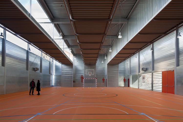 Pabellón Deportivo en el C.P. Pablo Iglesias / Planta 33 Arquitectura, © Miguel de Guzmán