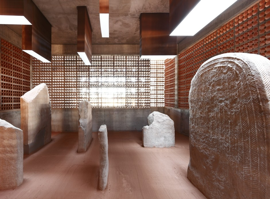 Espacio transmisor del túmulo/dolmen de Seró - Toni Gironès. Image Courtesy of Institut Ramon Llull