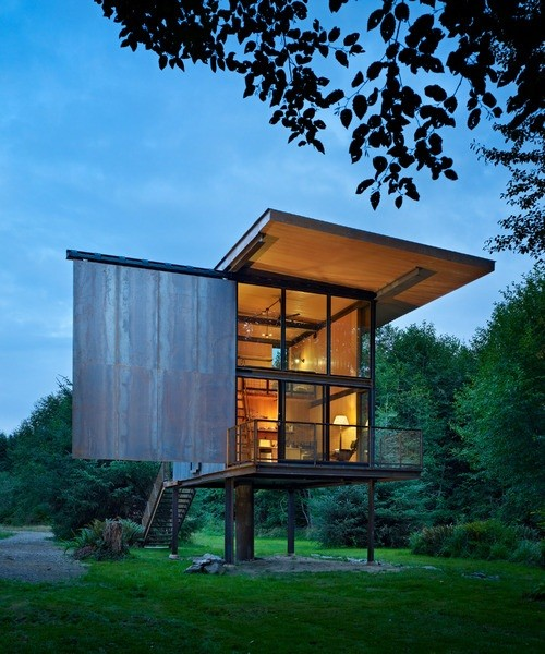 SOL DUC CABIN IN WASHINGTON BY OLSON KUNDIG ARCHITECTS. Image © Olson Sundberg Kundig Allen Architects/TASCHEN