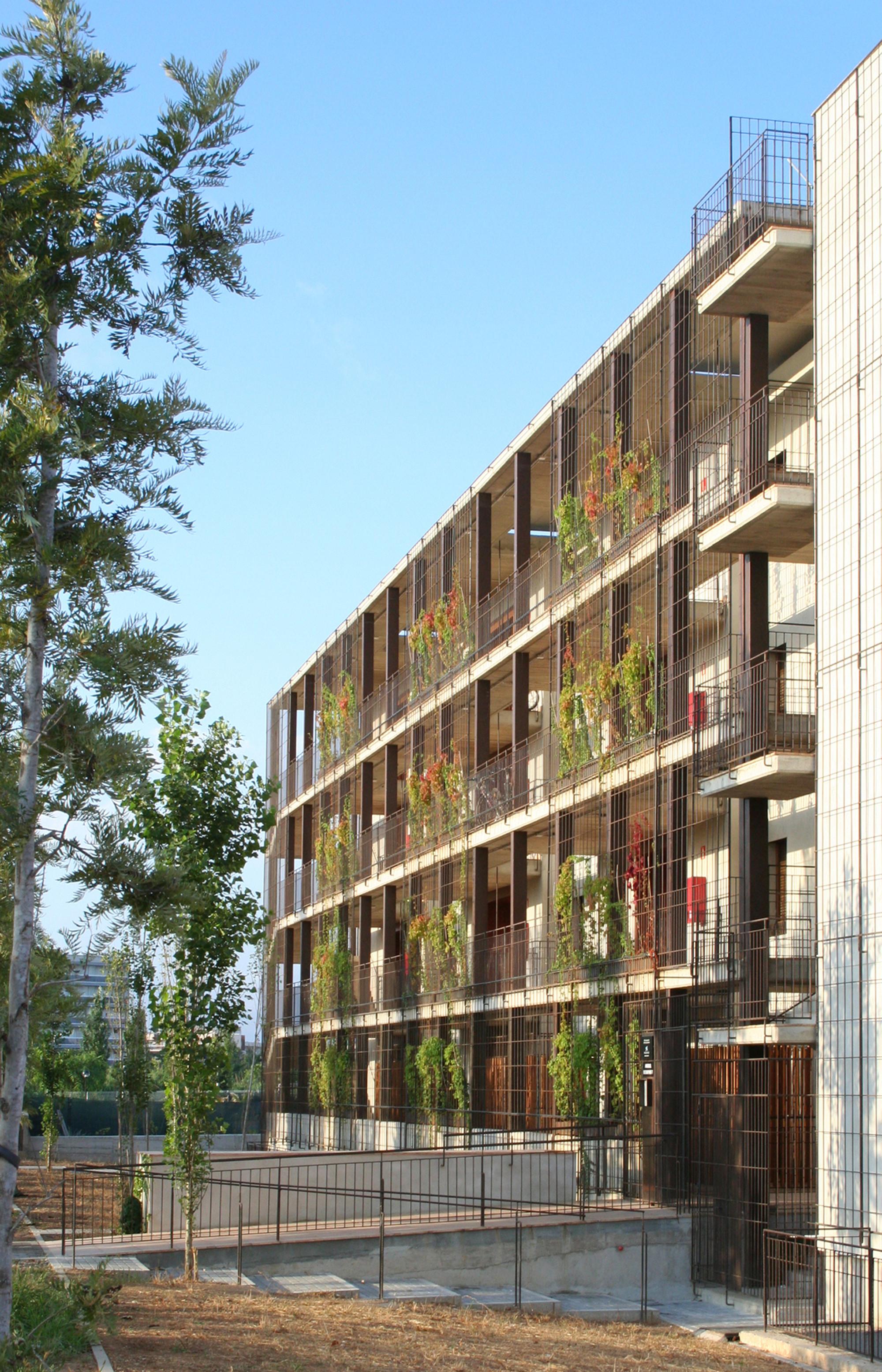Gallery of 80 viviendas de protecci n oficial en salou toni giron s 11 - Casas proteccion oficial ...