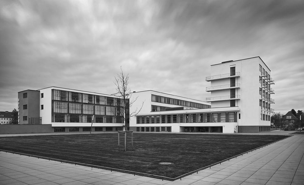 Clásicos de Arquitectura: Edificio de la Bauhaus en Dessau / Walter Gropius, © Thomas Lewandovski