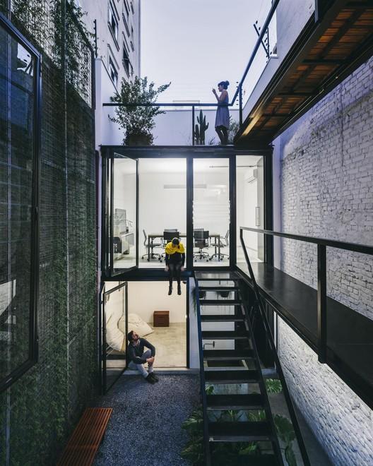 Produtora Kana / AR Arquitetos . Image © Pedro Kok