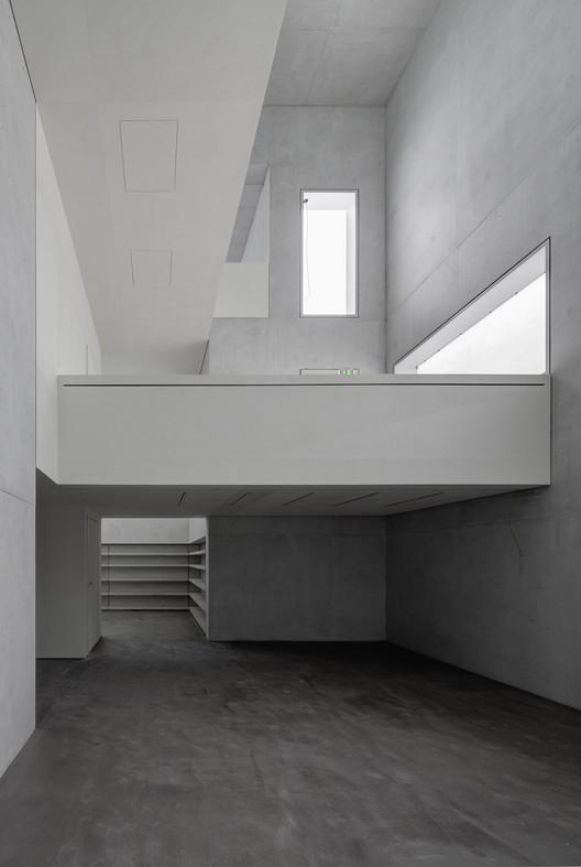 The interior of the Moholy-Nagy residence. Image courtesy of the Bauhaus Dessau Foundation. Image © Christoph Rokitta