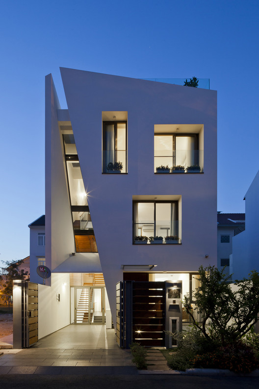 Folding Wall House / NHA DAN ARCHITECT, © Hiroyuki Oki