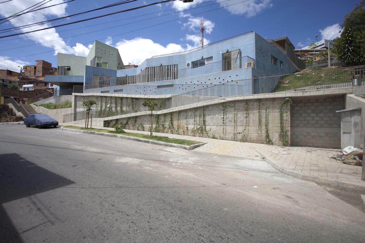 Colombia: Santo Domingo Savio Kindergarten. Image © Sergio Gómez
