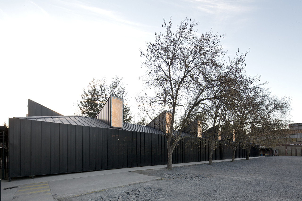 Chile: Colegio Alianza Francesa Jean Mermoz. Image © Nico Saieh