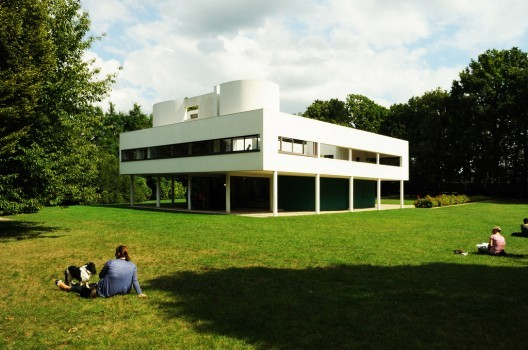 """Unified Architectural Theory: Chapter 4, Le Corbusier's Villa Savoye manifests his """"rules"""" for architecture: """"Lift the building from sitting with its basement in the earth, to being suspended on posts (pilotis). Only curtain-wall construction is allowed. Roofs have to be flat. Windows can only be horizontal and will extend from one load-bearing pillar to another, which makes them very wide (narrow and long)"""". Image © Flavio Bragaia"""