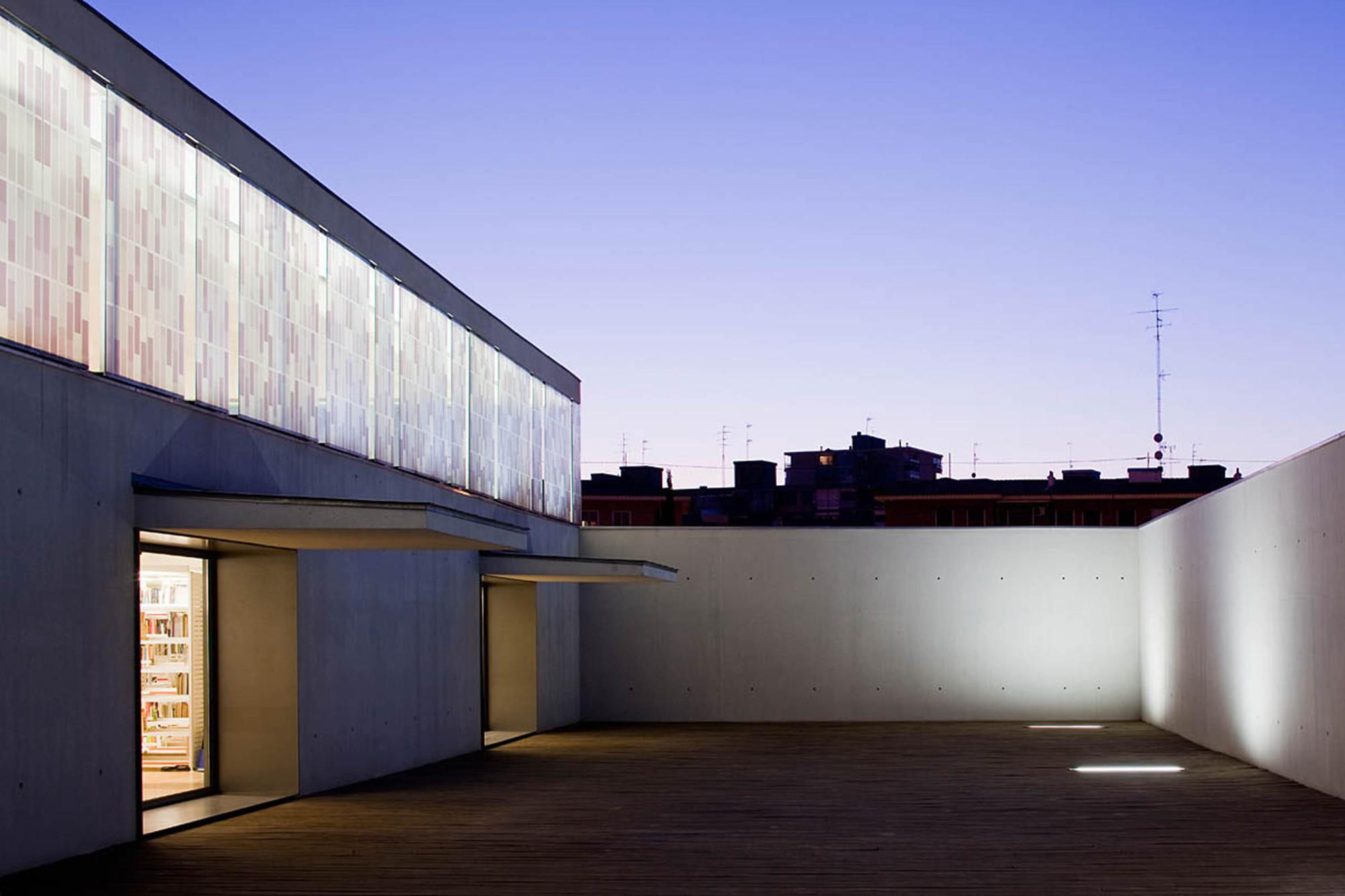 Biblioteca Angel Gonzalez / Carlos de Riaño Lozano, © Miguel de Guzmán