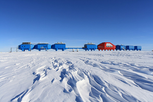 Halley VI Research Station / Hugh Broughton Architects. Image Courtesy of British Antarctic Survey