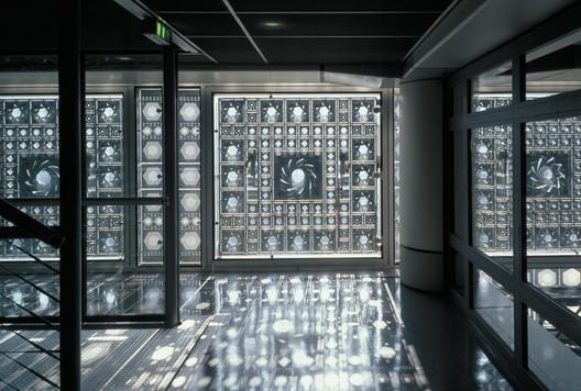 INSTITUT DU MONDE ARABE, Paris, France (1981 – 1987). Architecture: Jean Nouvel, Gilbert Lézénès, Pierre Soria, Architecture Studio. Image © Georges Fessy