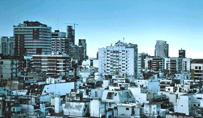 """Película """"Medianeras"""", filmación por Gustavo Taretto, Argentina 2011. Imagen Cortesía de Ideal / Real"""