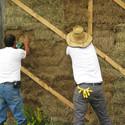 Construcción con Paja. Image Cortesia de Organizmo