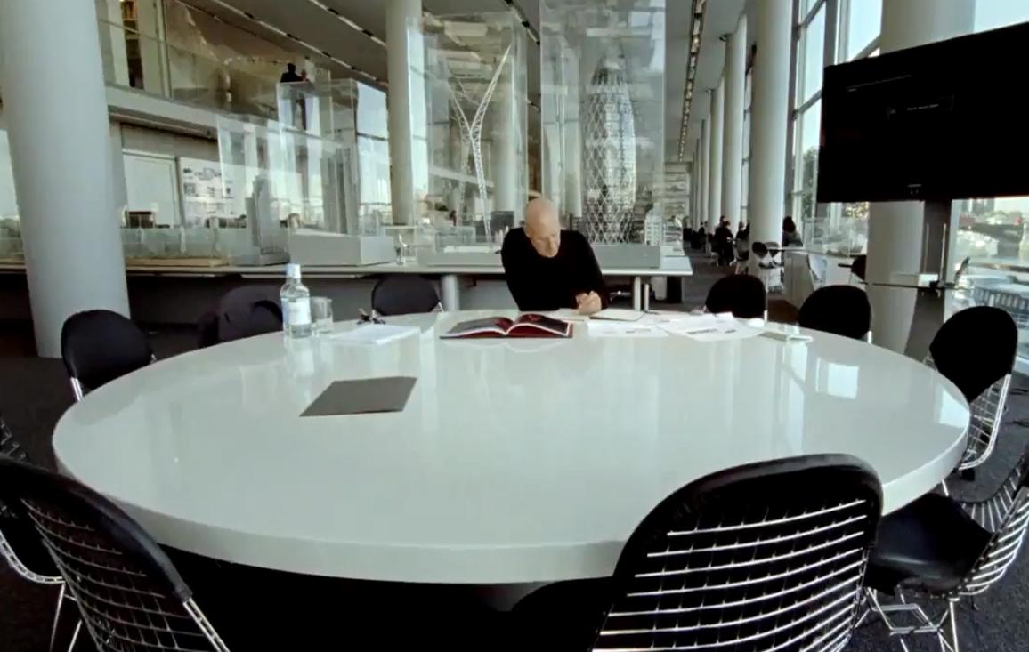 "Cine y Arquitectura: ""¿Cuanto pesa su edificio, Mr Foster?"", © Mr Foster Movie"