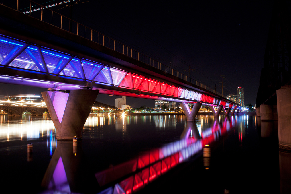 The Sprawled Desert City of Phoenix Sets Sights on Walkability , Phoenix Light Rail crossing Tempe Town Lake. Image © CC Flickr User Alan Stark