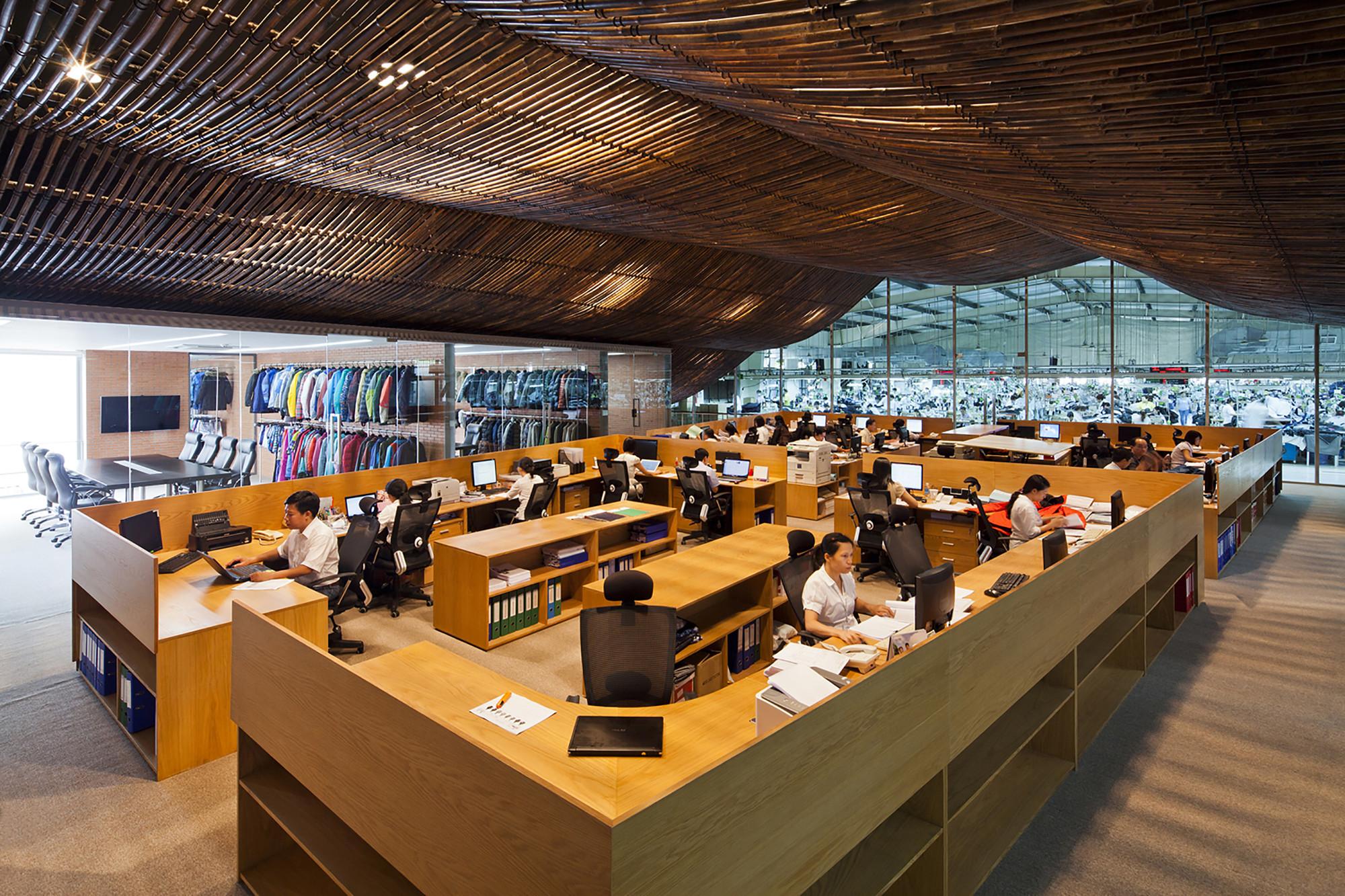 Renovación de Oficina de la Fábrica / Vo Trong Nghia Architects, © Hiroyuki Oki