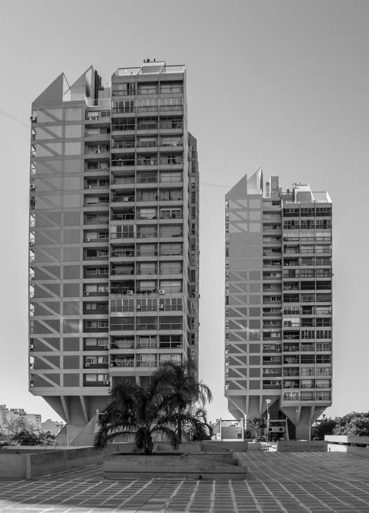 Clásicos de Arquitectura: Complejo Edilicio Alas III / Luis Rébora, Abel Ramírez y Alfredo Troilo   , © Arq. Gonzalo Viramonte