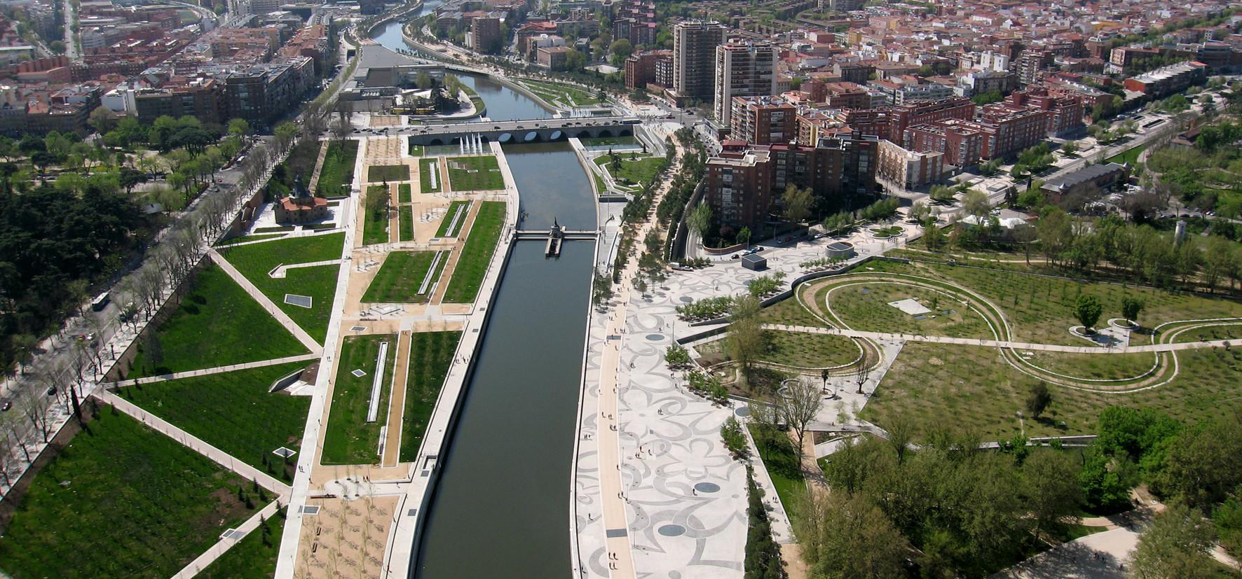 Madrid Rio: © Burgos & Garrido Arquitectos / Porras La Casta / Rubio & Á.-Sala / West8, Madrid, Spain