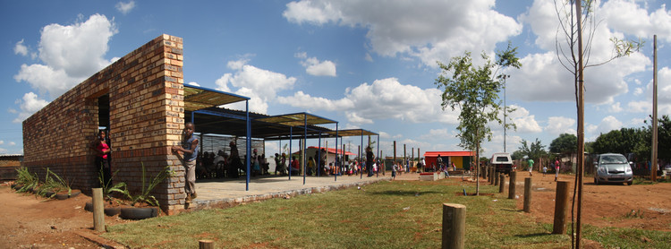 Exterior of Slovo Park Community Center. Image © Jhono Bennet