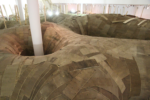 La estructura exterior antes de que la superficie de madera contrachapada se aplicara.Imagen Cortesía de MAC USP via www.mac.usp.br