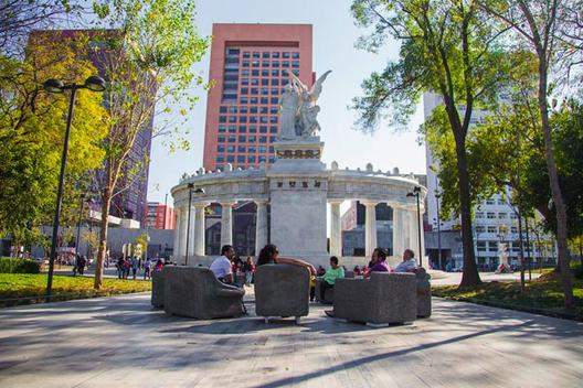 Intervención urbana en la Alameda Central: Sala Pública / México, © César López-Negrete y Estefanía Piñón
