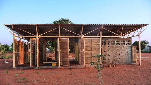 Recinto educacional en Mozambique / Bergen, Escuela de Arquitectura. Imágen © Tord Knapstad